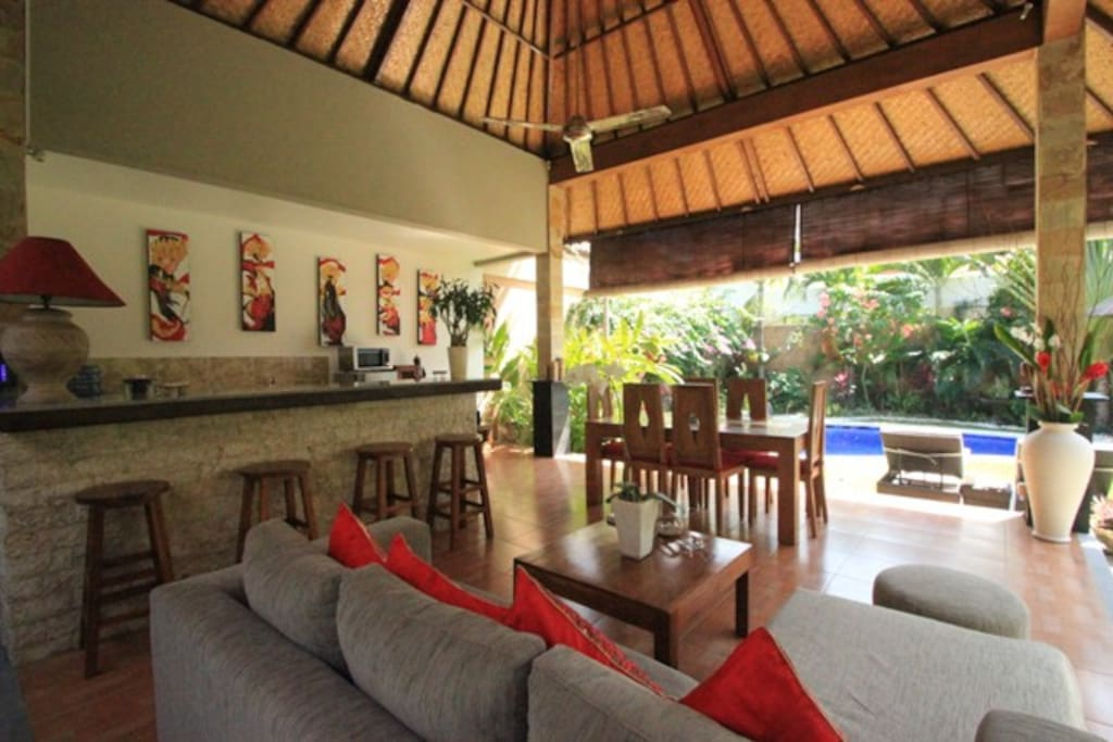 Building N° 1   open Dinning  room open   Living room -open  bar kitchen   with fan view on the beautiful tropical garden