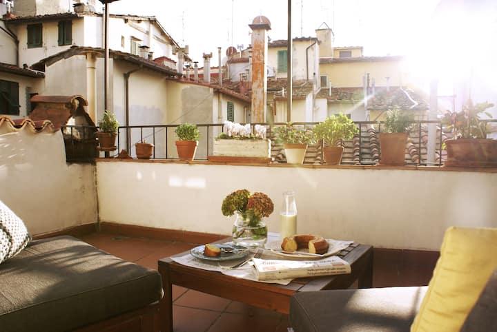 Cosy flat w/terrace in S. Ambrogio