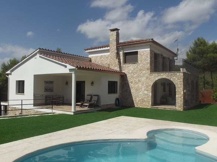Sitges hills, lovely and spacious family villa!