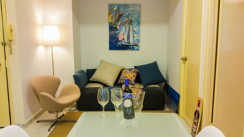 Spacious 2 BDR Central Apt. by Soho - Central - Apartment