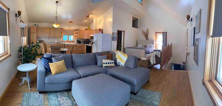 Alpenglow Carriage House (in the heart of Fbx)