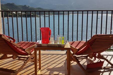 Maison pieds dans l'eau avec accès direct plage - Casaglione