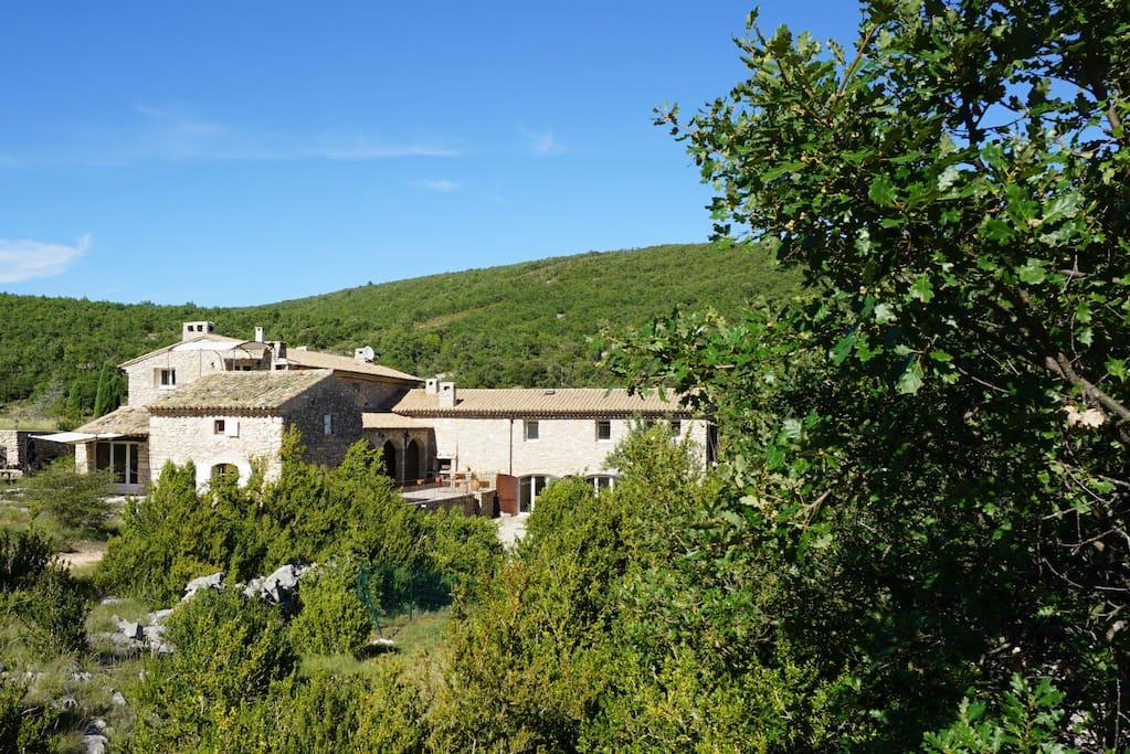 Provence g te 8 personnes piscine tennis jacuzzi guest for Gite provence piscine