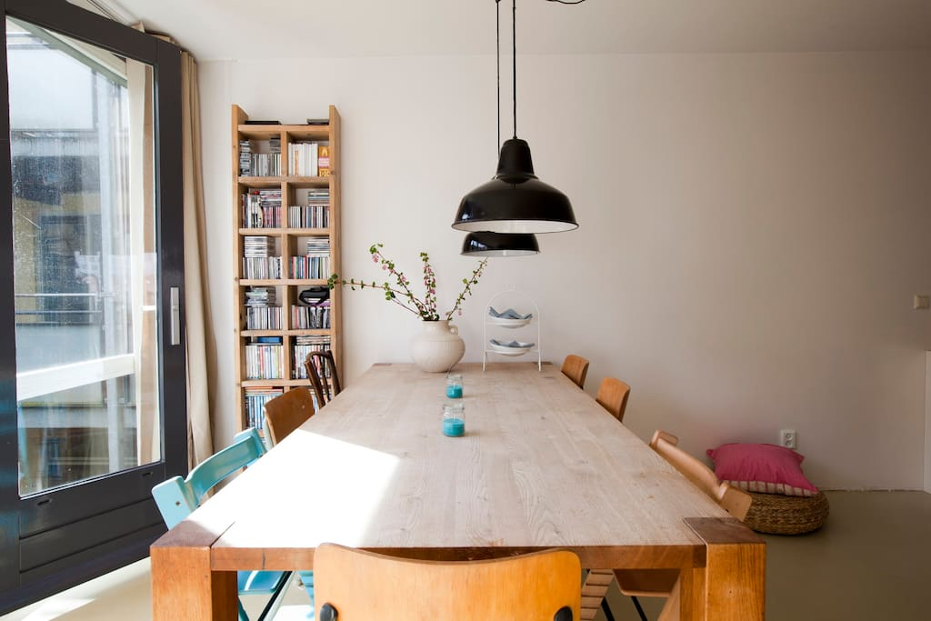 a large oakwooden table for breakfast, dining or work on your laptop.