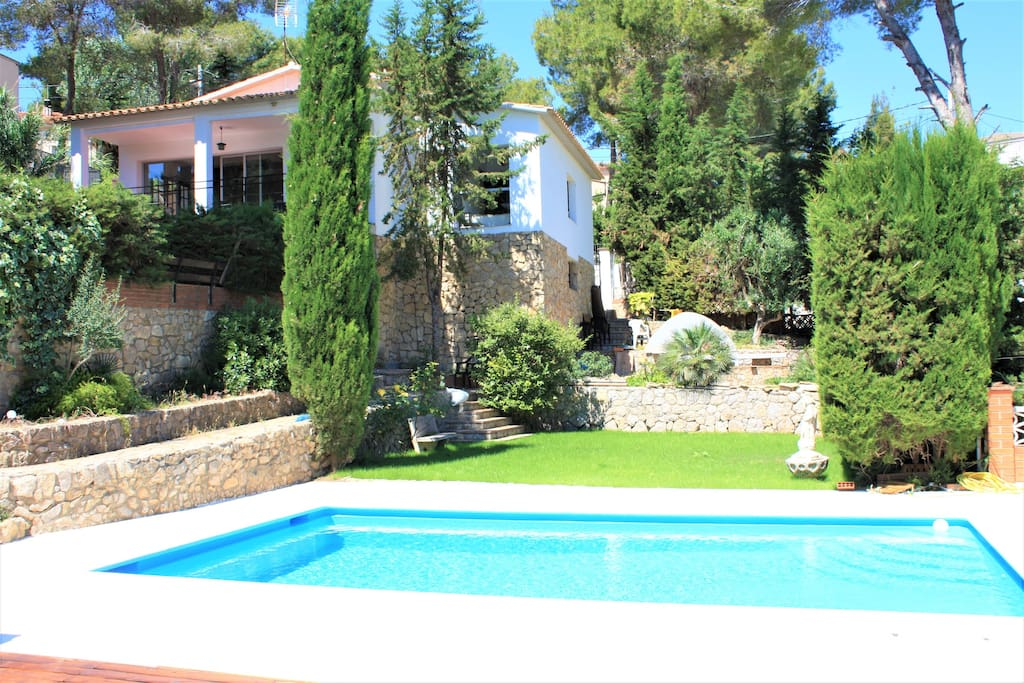 Villa wanderlust sitges hills ville in affitto a for Ville in affitto a barcellona