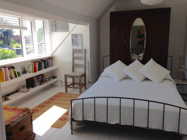 Beautiful double room in lovely house with gardens - Hove - Dom