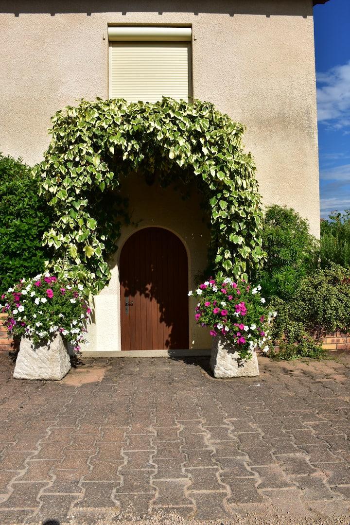 Une vaste chambre au calme au coeur du Beaujolais