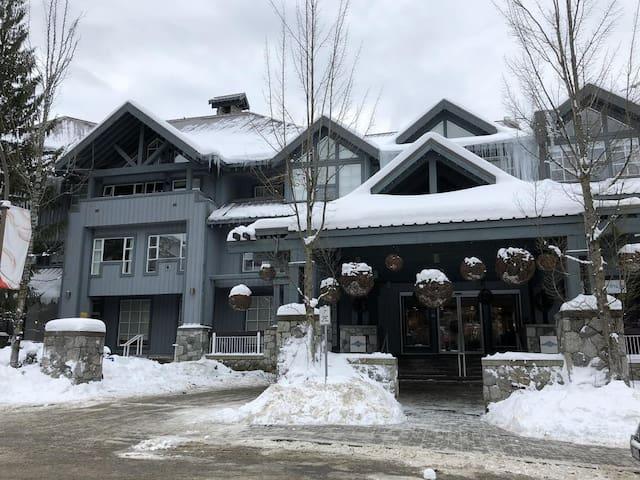 Siri Suite at Glacier Lodge