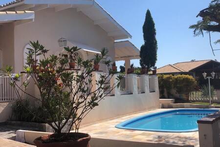 Casa na Represa - condomínio Ilha Bela -Carlópolis