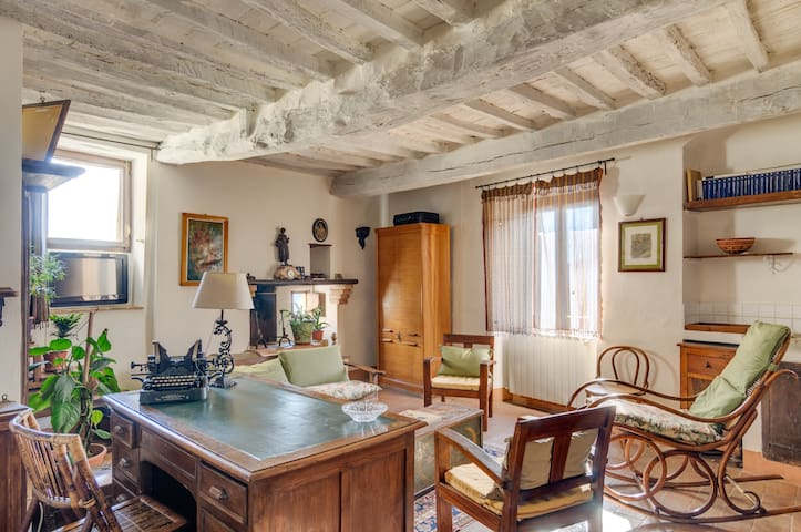 Charming ancient house with view garden - Cetona - Hus