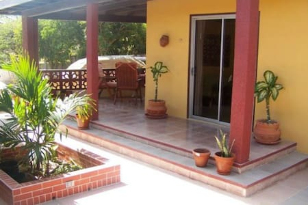 Affordable and spacious apartment! - Oranjestad - Bungalow