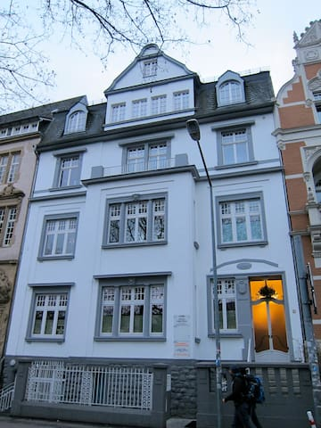 Lovely flat between station & Porta - Trier - Apartment