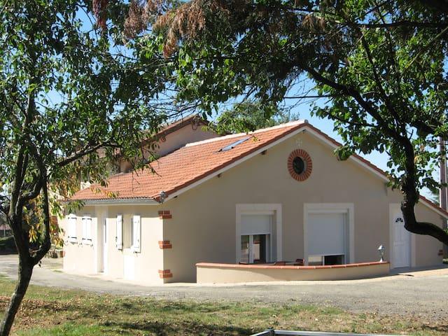 Maison de campagne pour location à la semaine - Montesquiou - House