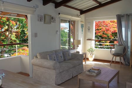 Charming Penthouse close to beach - Cap Malheureux - Daire