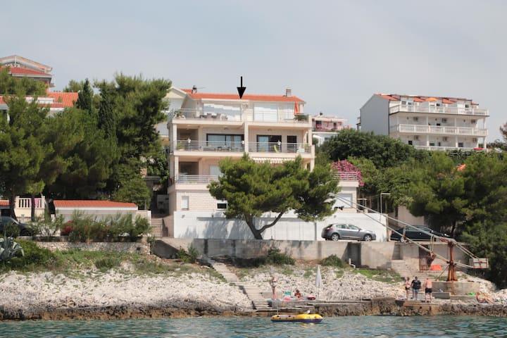 LUXURY APARTMEN NEXT TO THE SEA