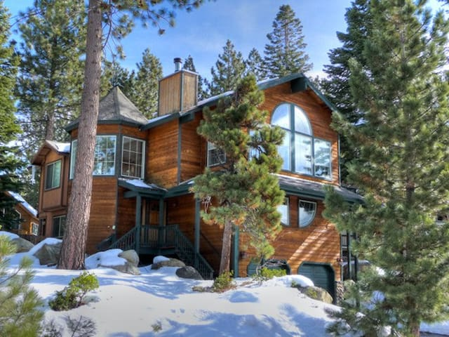 Cozy Home with views of Mountains  - South Lake Tahoe - House