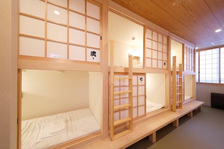 興福寺・猿沢池まで徒歩3分!観光地へのアクセス抜群!ならまち界隈ゲストハウスでドミトリー体験♪