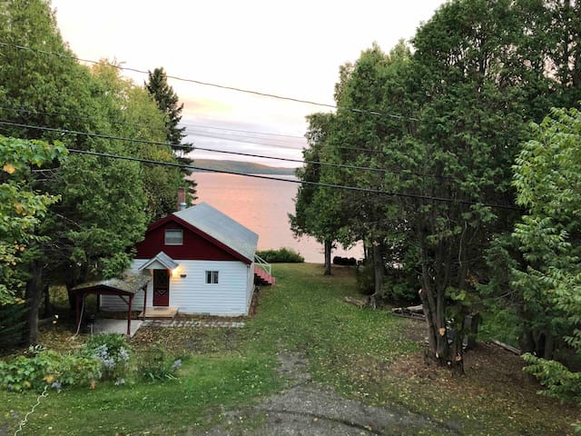 Cozy lake front cottage on Long Lake, Aroostook