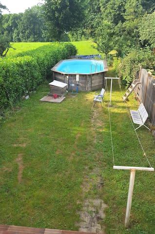 La piscine côté jardin