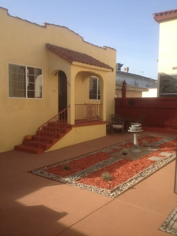 1932 Guest house w/Spanish Charm - San Pedro - Hus