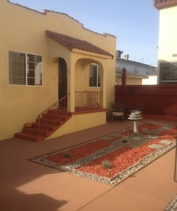 1932 Guest house w/Spanish Charm - San Pedro