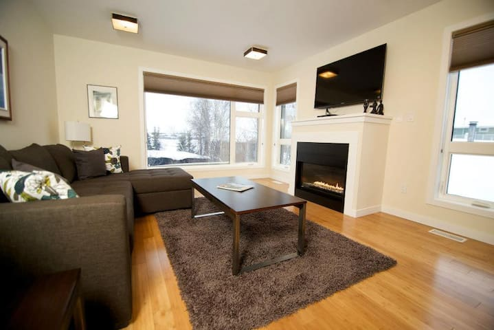 Luxury water front duplex - Yellowknife - Dom