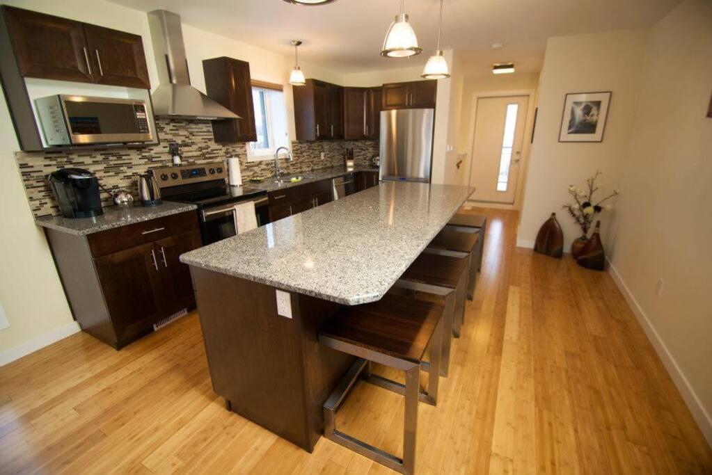 Custom kitchen, full appliances, granite, custom steel bamboo stools