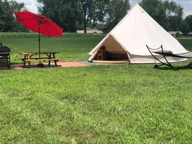 Western Star Glamping Tent on Starstruck Farm!