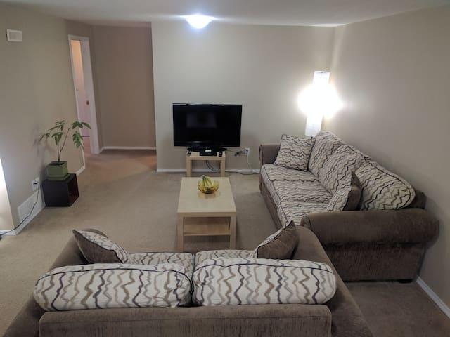Comfortable basement suite with beautiful yard - Red Deer - Casa