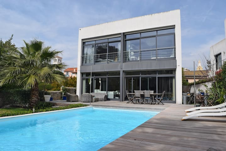 CANNES - center. Modern villa with pool. - Cannes - Huis