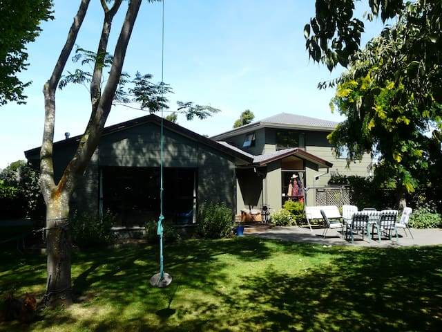 Large Family Home Close to the City - Christchurch - House