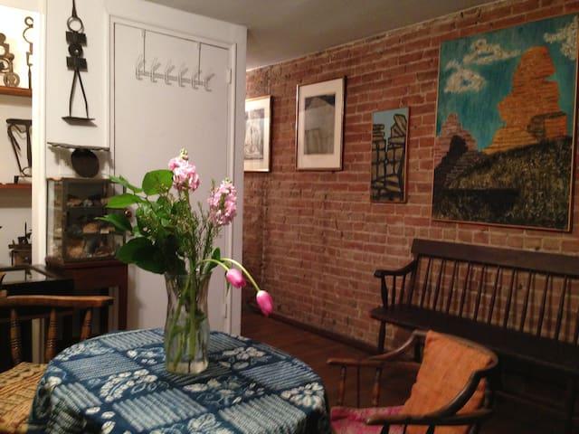 CHELSEA BROWNSTONE 1BRM GARDEN APT  - Nueva York - Apartamento