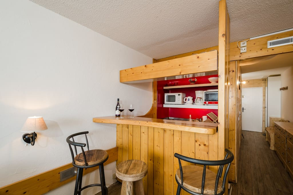 Sweet little kitchen with open bar enables you to share pleasant aperitif and dinner