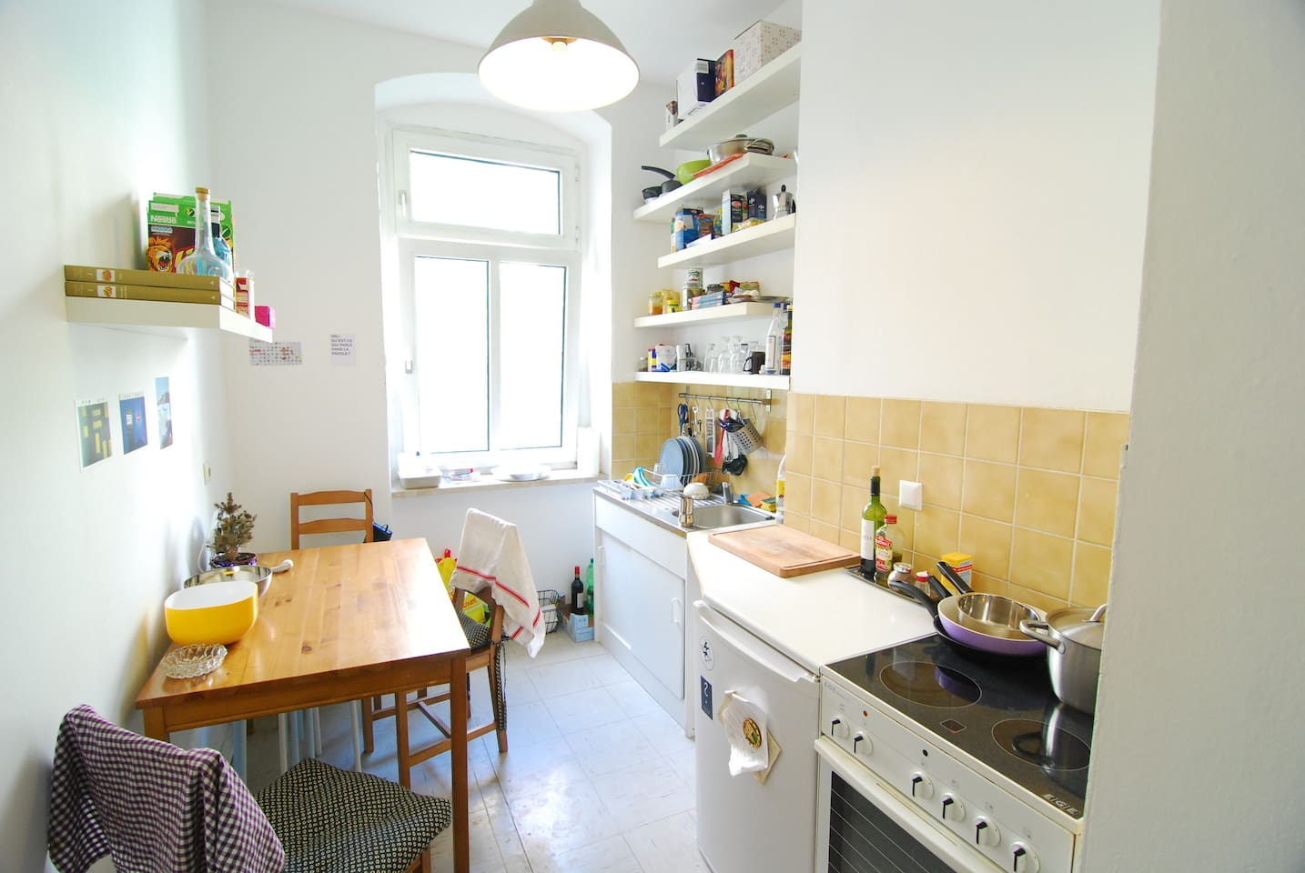 The kitchen is quite well furnished, do not hesitate to use it for cooking !