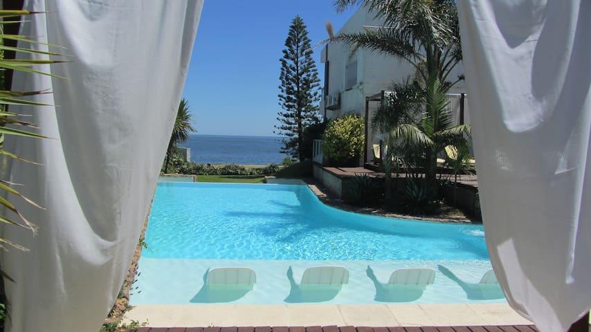 Studio w/stunning sea view,beach across av, breakf - Punta del Este - Appartement