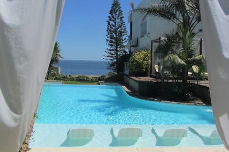 Studio w/stunning sea view,beach across av, breakf - Punta del Este