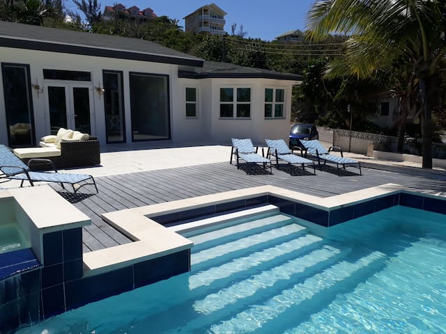 Tropical Beach Villa 3BD, private Pool & Jacuzzi