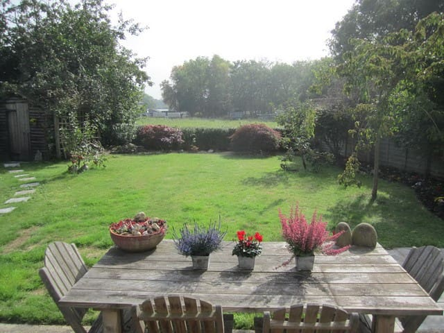 New! Surrey cottage close to London - West End - Vila