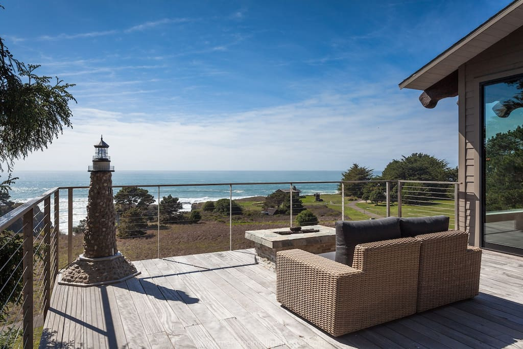 enormous deck to view whales and natural wildlife while BBQing