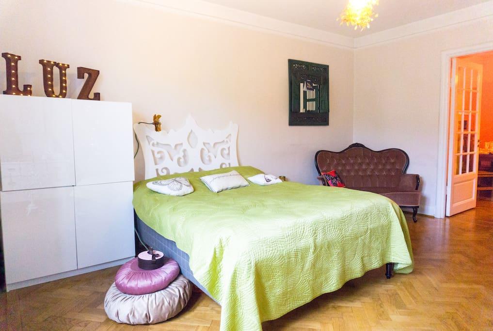 Bedroom facing the didnin room area.