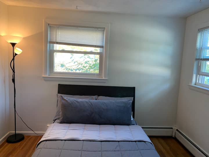 Private and Clean Room in 3/bd house!!