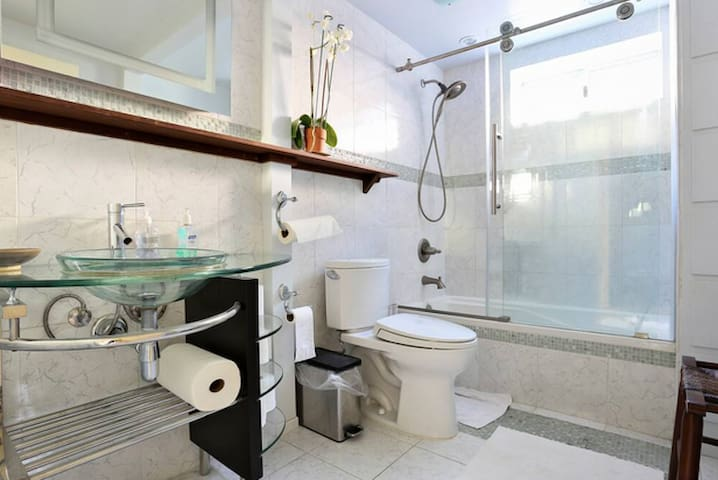 Main bathroom for guest use