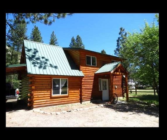 Cozy cabin w/ river frontage. - Garden Valley
