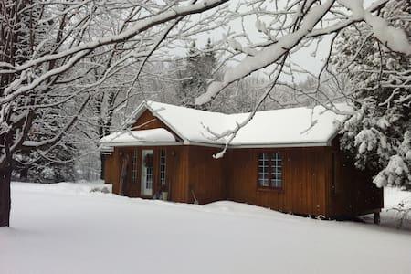 Calme, foyer & sentier en forêt - Cookshire-Eaton - Hus