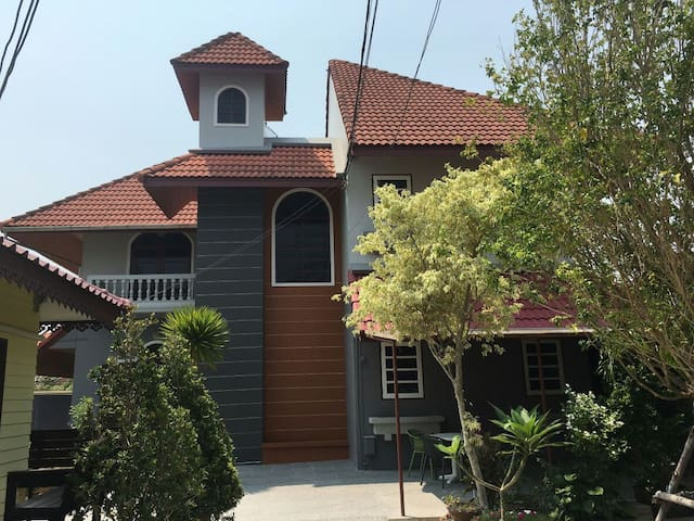 COZY HOUSE IN MIDDLE OF HUAHIN CITY - Tambon Hua Hin - Dom