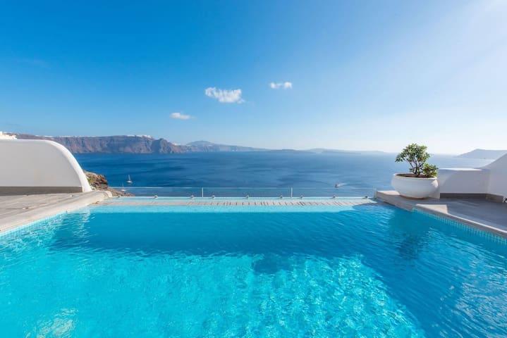 GRSCSAN401-1 Honeymoon Suite w Private Pool & View