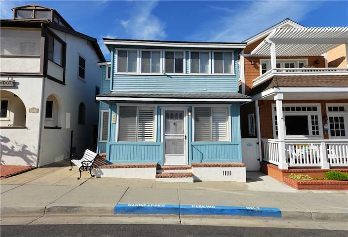 Two-level Avalon Home-Best Value & Location!