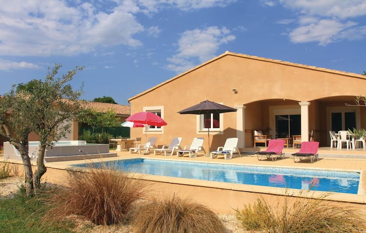 Holiday cottage with 4 bedrooms on 122 m² in St Paul Trois Chateaux