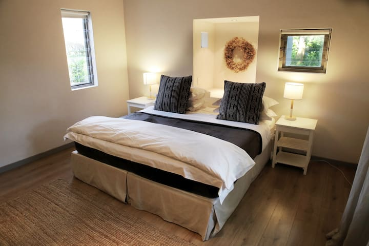 Bedroom 1 (Twin or King options)