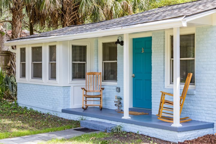 Blue Crab Bungalow *features large outdoor shower*